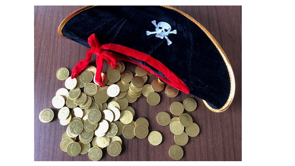 Pirate hat and coins